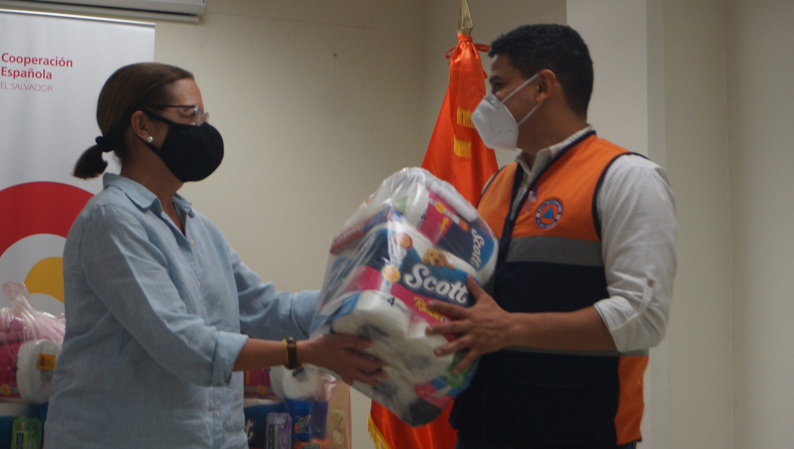 Gobierno recibe donación de paquetes con alimentos y productos de higiene personal de España para familias damnificadas por las lluvias           12/JUNIO/2020